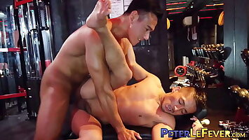 Handsome Asian jock dick sucked and ass drilled in the gym