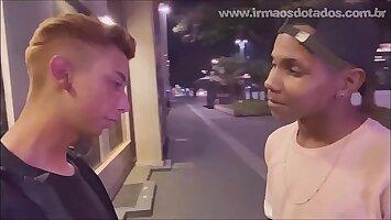 O DOTADO NO PONTO DE ÔNIBUS - Bareback